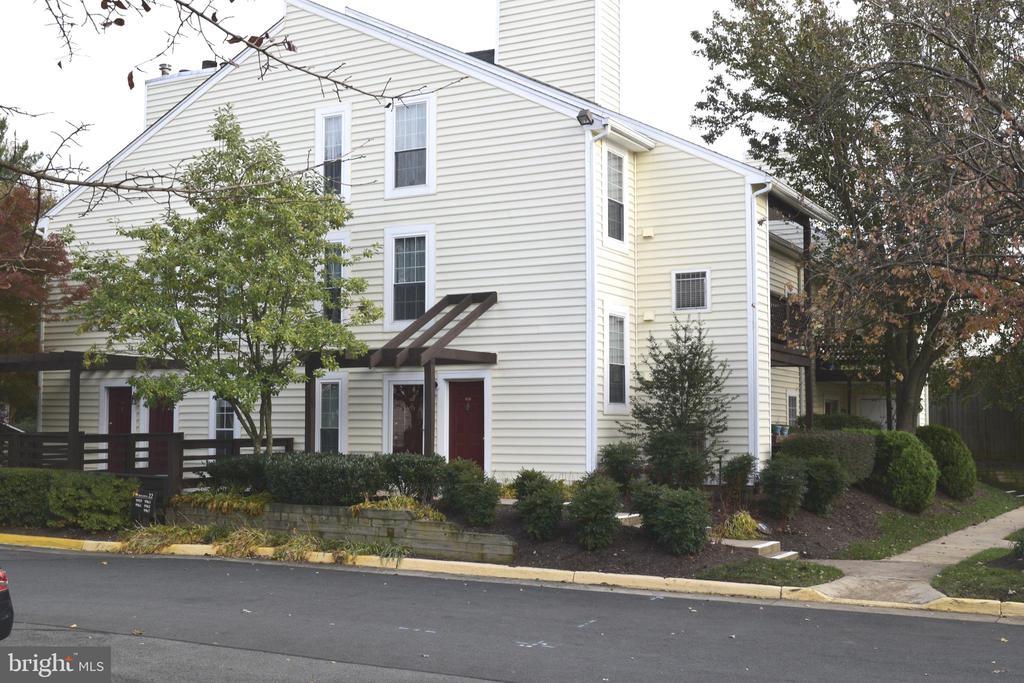 9965 Oakton Terrace Rd, Oakton, VA 22124