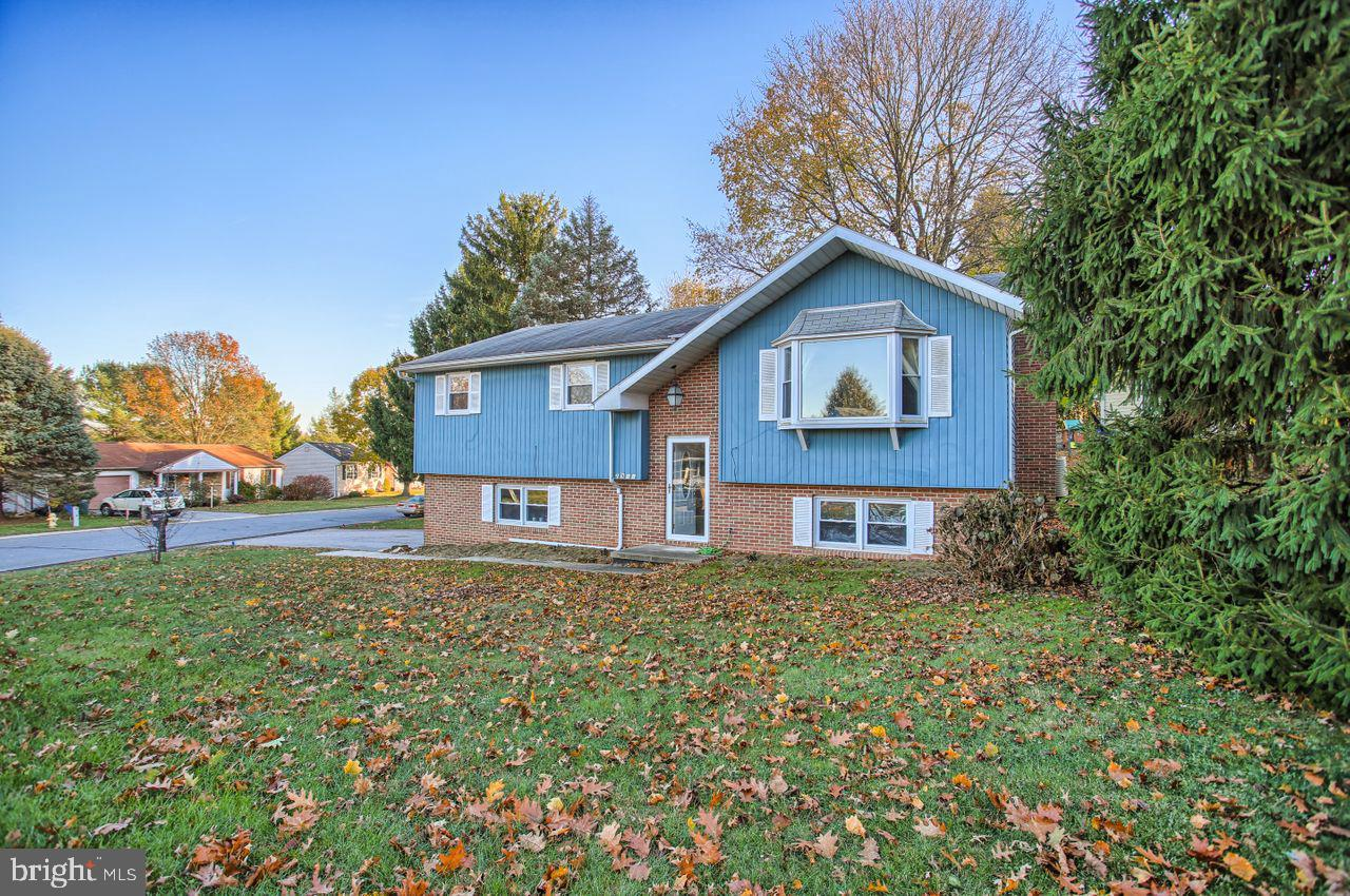 2911 WOODSHEAD TERRACE, YORK, PA 17401