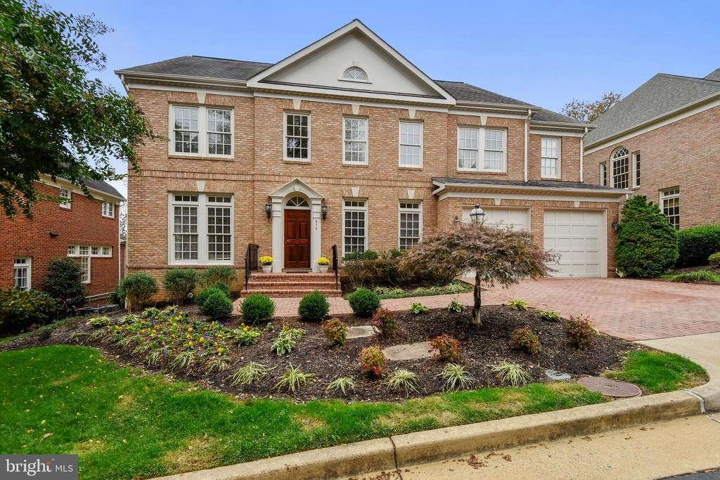 616 Kings Cloister Cir, Alexandria, VA 22302