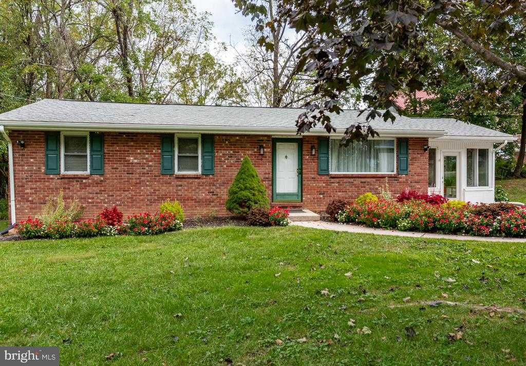 """Seller Motivated!!! Bring in your offer! Beautiful Single 3 bedroom, 1 bath Rancher on low traffic street in North Coventry Twp, Owen J Roberts School District, Low Taxes: $3480 a year, walking distance to community pool, top of the line $35,000 kitchen upgrade-a must see! 3 season Florida room perfect for entertaining! One floor living, Well Water, Public Sewer, off-street parking, walk-out basement and so much more.  This is a """"move-in"""" condition home! With no money down your payment could only be $1,500 a  month to live in your own house!!! Stop paying rent. Utility costs very low! Minutes from Routes 724/422/100....Close to the Coventry Mall......Call today!"""