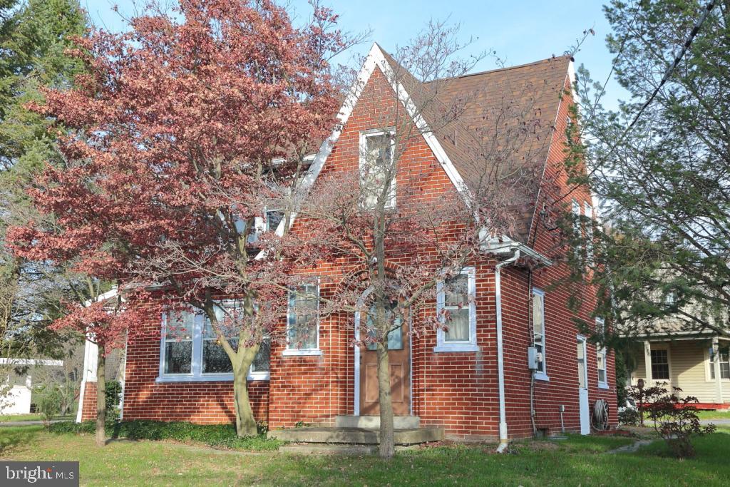 102 S JACKSON STREET, STRASBURG, PA 17579