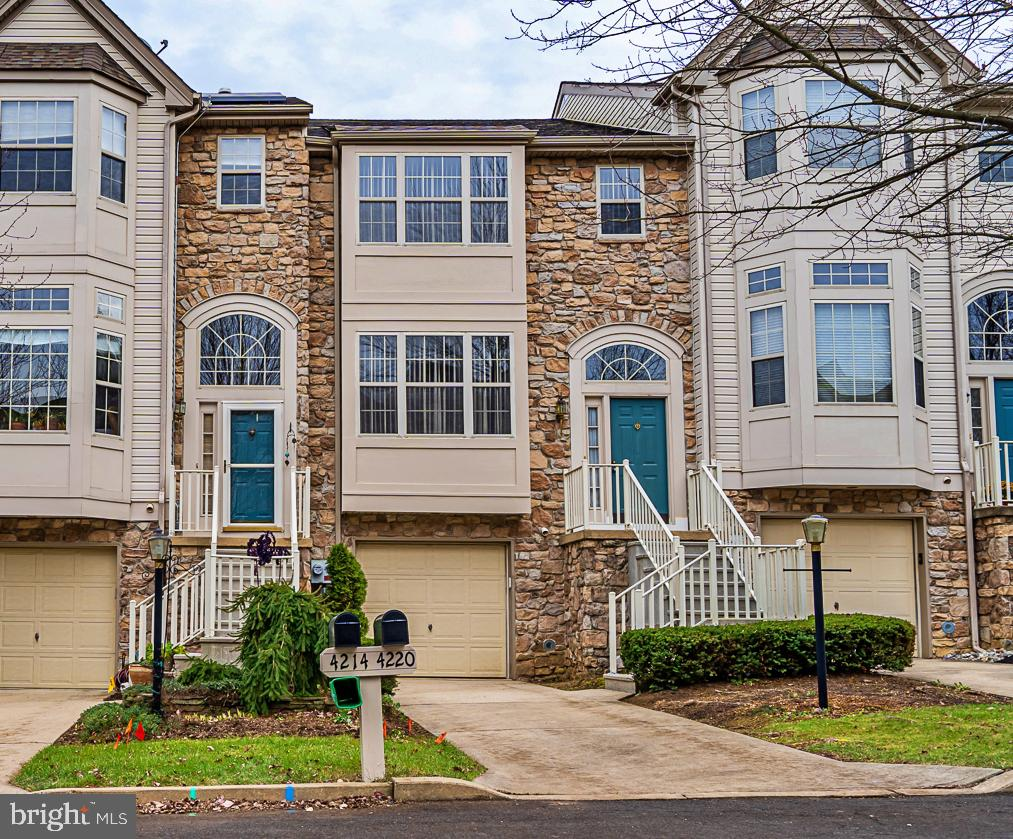 4220 WATERFORD DRIVE, CENTER VALLEY, PA 18034
