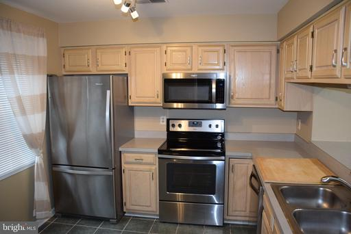 937 S Scott St #2, Arlington, VA 22204