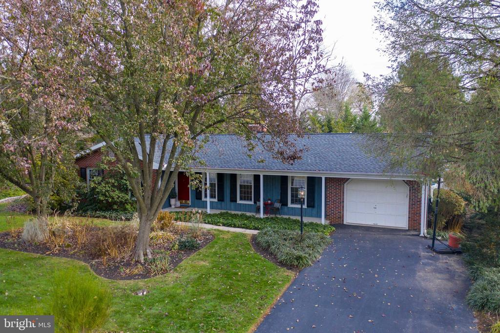 2813 COUNTRYSIDE DR, Lancaster PA 17601