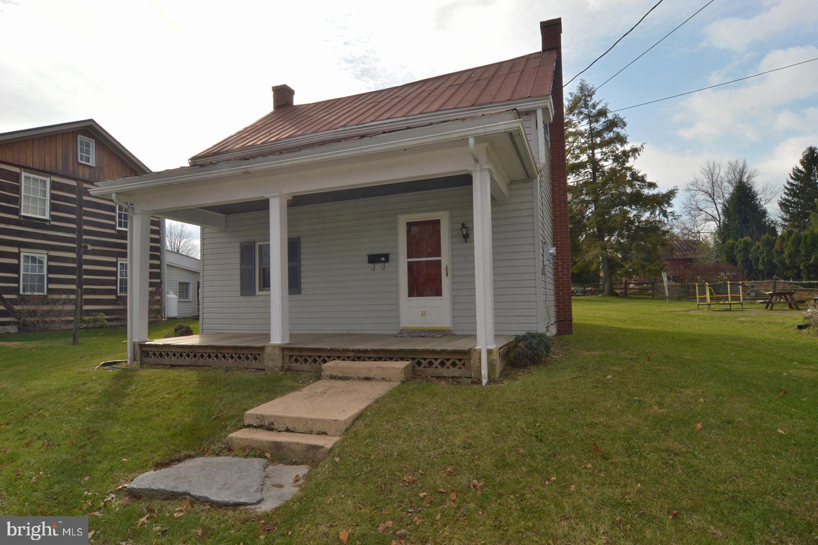 18 MAIN STREET, WOMELSDORF, PA 19567