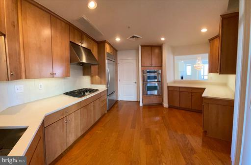 1450 Emerson Ave #302, McLean 22101