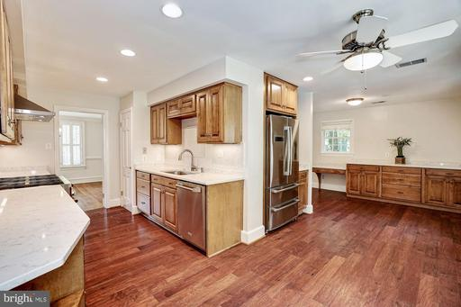 6000 Chesterbrook Rd, McLean 22101