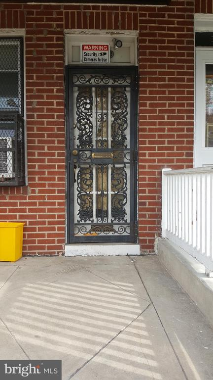 Nice 3 bedroom end unit on street with active rehabbing to several properties. Hardwood floors, high celings. Large living room and dining area .  This property has recent upgrades as well. Basement needs work.