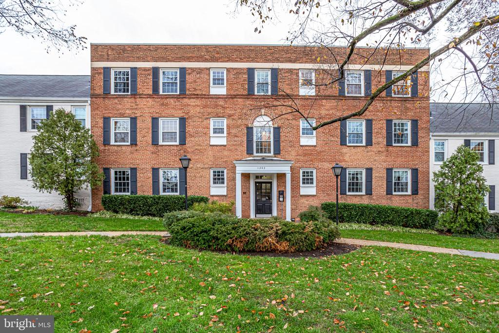 Photo of 1303 S Walter Reed Dr #3102