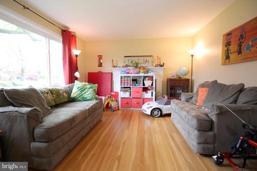 1836 Poole Ln, McLean, VA 22101