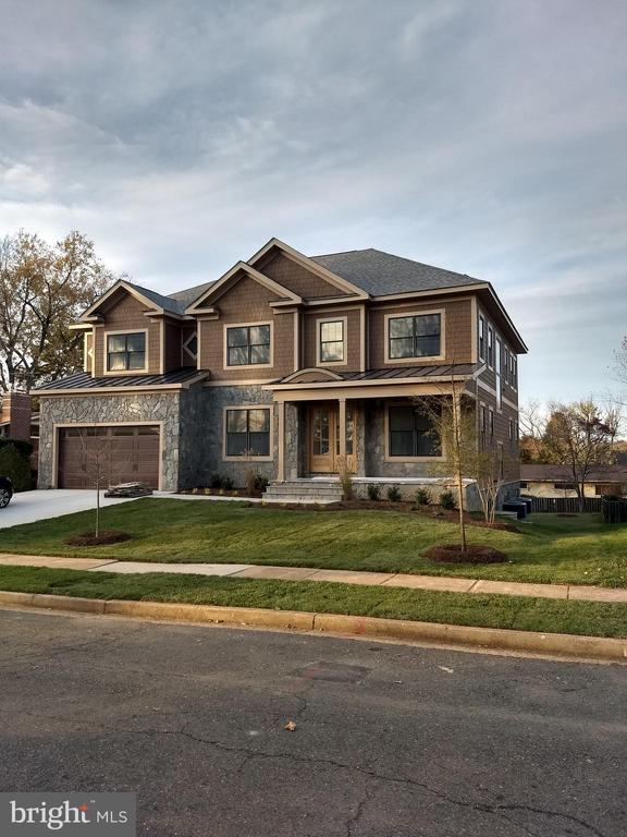 Custom Home with over 6900 square feet. 7 bedrooms, 6 full bathrooms, and 1 half bathroom.Luxurious master suite.Basement with large recreation room, private bedroom with its own access.Open floor design, with great lighting throughout the day.