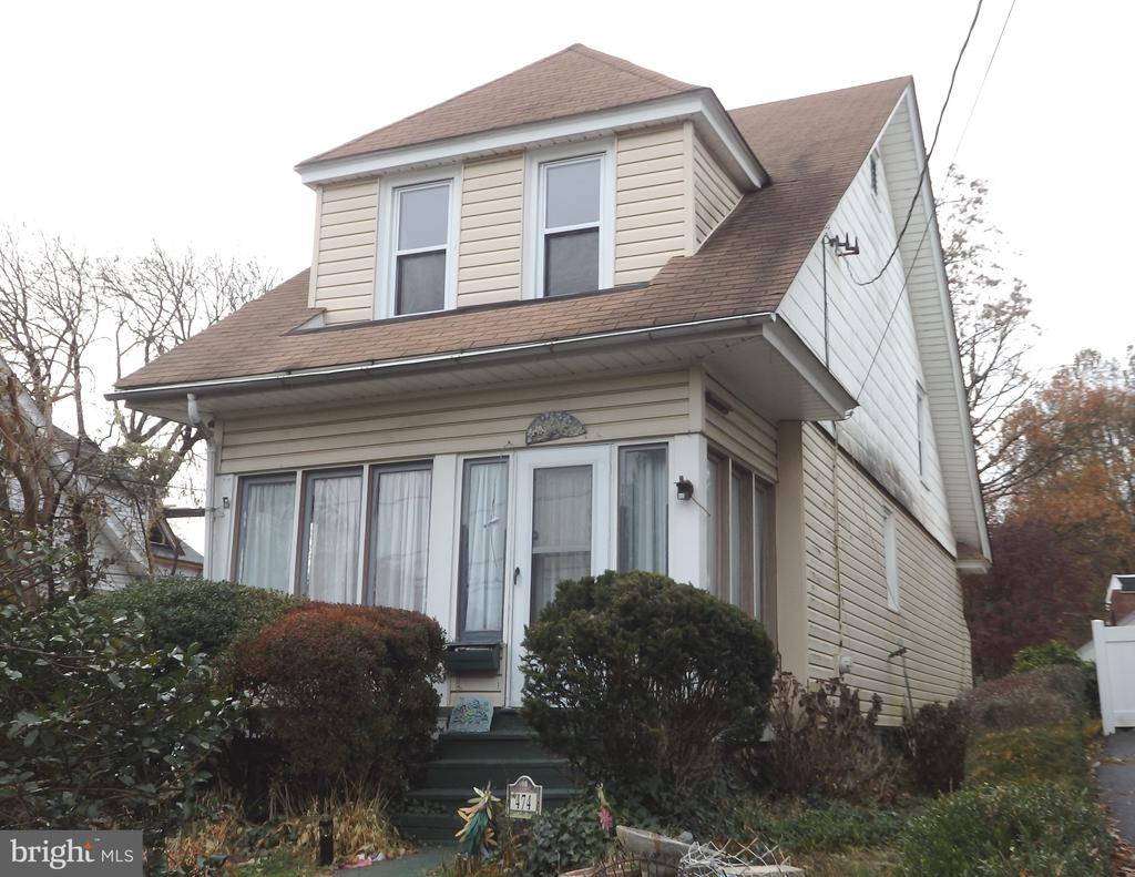 Single Home in great neighborhood.   Walk to shopping, train and downtown Narberth shopping & restaurants.  Conveniently located with easy access to major arteries and less than 30 minutes to Center City, King of Prussia, Philadelphia Airport and PA Turnpike.   First Floor: Enclosed front porch, spacious living room, formal dining room, eat-in kitchen, mud room with outside exit to deep fenced rear yard.  Second Floor: Master bedroom with two closets, hall bath and two additional bedrooms.   Basement: full, unfinished, laundry facilities and storage.  Large corner property with deep rear yard and low maintanence exterior.  Charming home with neutral decor.  Good value in Top Rated Lower Merion School District.  Very Low Real Estate Taxes.