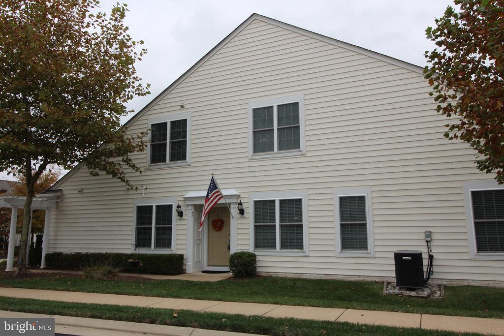 End model Burlington with Loft and Sunroom filled with natural light. Super loft with 3rd bedroom and bath, main level owner's suite, 2nd bedroom and full bath, library, great room with gas fireplace, 2 short blocks to Potomac Green fabulous clubhouse for indoor activities like swimming, games, yoga plus outdoor pickle ball. close to One Loudoun for shopping, dining and enjoyment.