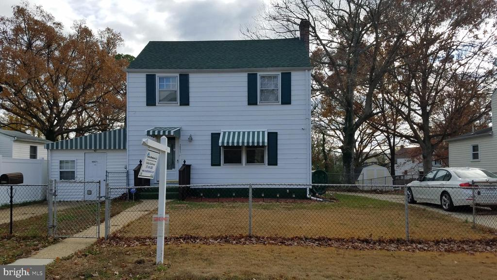 GREAT SINGLE FAMILY HOME; FENCED YARD; NEW ROOF;  LARGE ADDITION WITH WOOD STOVE;  AS IS BUT SHOWS WELL; COME CHECK THIS ONE OUT, LOTS OF SPACE.  LARGER THAN IT LOOKS.