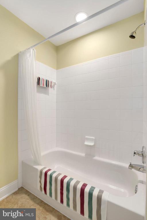 715 GARDEN VIEW WAY, ROCKVILLE, MONTGOMERY Maryland 20850, 3 Bedrooms Bedrooms, ,2 BathroomsBathrooms,Residential,For Sale,GARDEN VIEW,MDMC688428