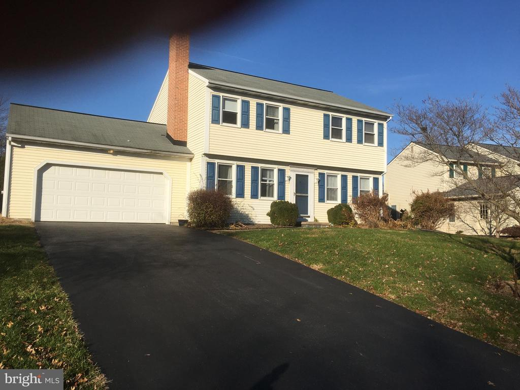 186 RIDINGS WAY, Lancaster PA 17601