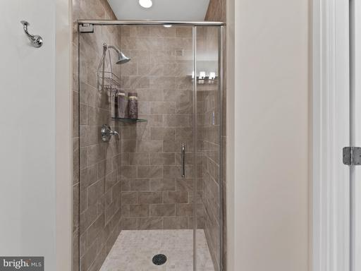 8220 Crestwood Heights Dr #511, McLean 22102