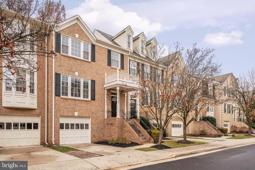 2046 Gallows Tree Ct, Vienna, VA 22182