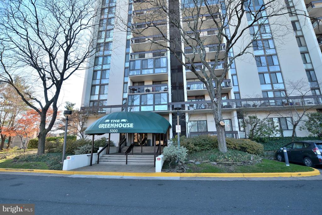 Photo of 5300 Holmes Run Pkwy #908