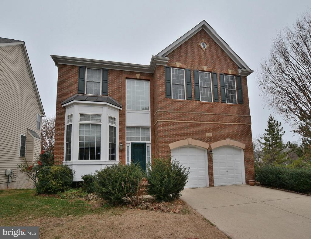 3859 Highland Oaks Dr, Fairfax, VA 22033