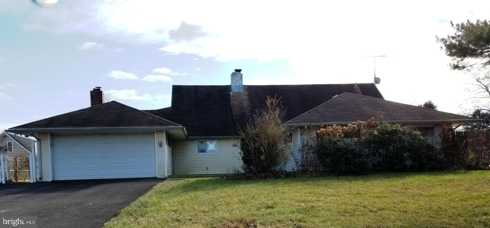 2 SILVERBELL ROAD, LEVITTOWN, PA 19056