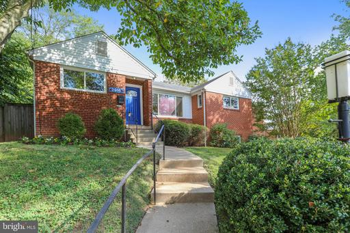 2916 Terrace Dr, Chevy Chase, MD 20815