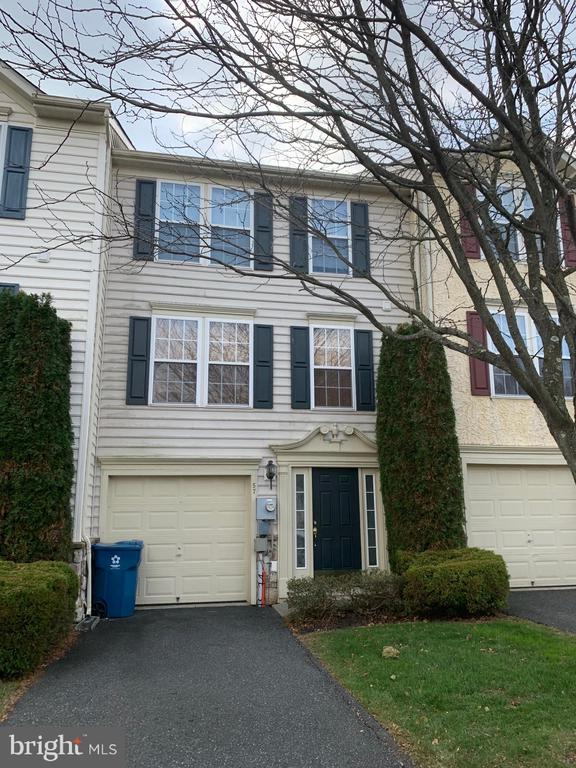 Well Maintained Townhome  in Coventry Glen w/ Eat-In Kitchen, Sunrom w/ sliders - Ready for a deck!  3 Bedroms, 2 1/2 Baths, Finshed Basement with exit to backyard. Open Floor plan, 1 Car Garage.  Close to all major routes of Travel. All offers subject to financing must be accompanied by a pre-approval letter from a reputable lender.  All offers subject to financing must be accompanied by a pre-approval letter from a reputable lender.  This property is now active in an online auction. All offers must be submitted through the property~s listing page on www.auction.com. The sale will be subject to a 5% buyer~s premium pursuant to the Auction Terms & Conditions (minimums may apply).  All auction bids will be processed subject to seller approval. Online bidding will begin on 12/16/2019.