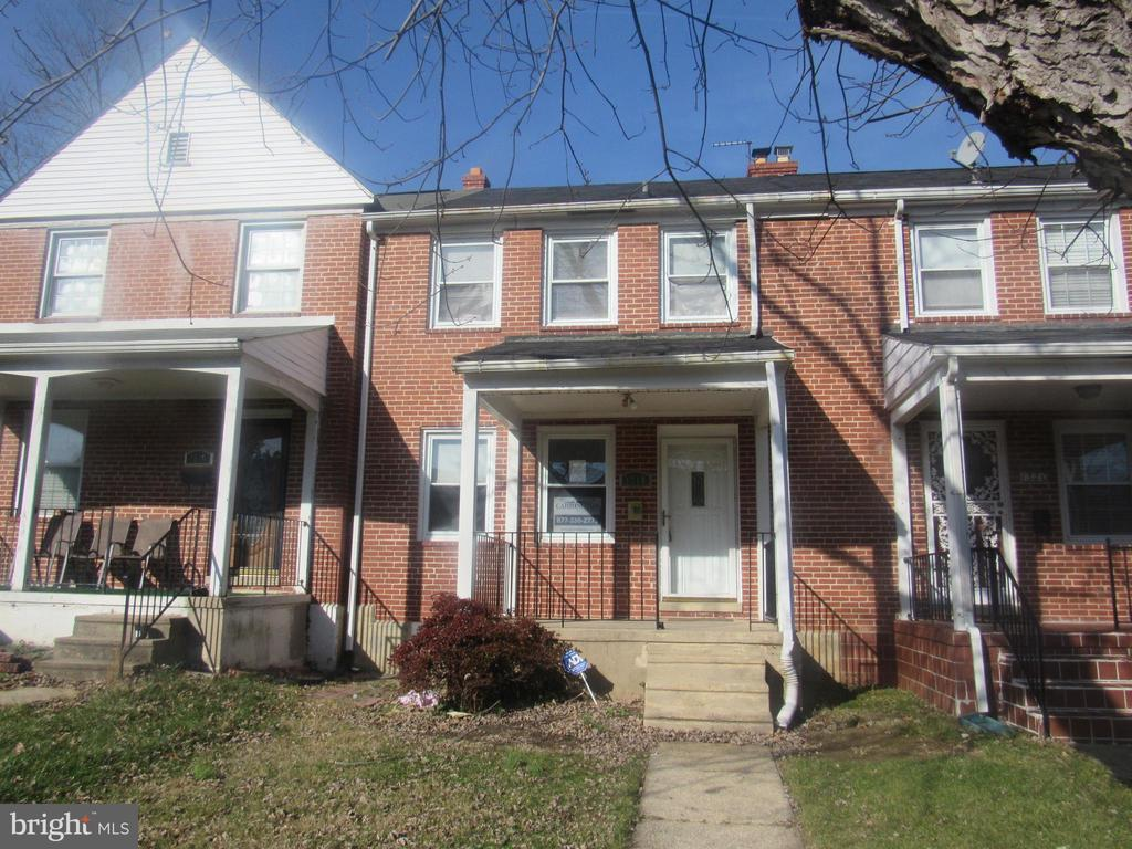 This recently updated town home located in the Northwood subdivision is a must to see. Interior paint and carpet installation are among these improvements. Full and finished  basement. Property is being sold ~as is~, with Seller providing no warranties or guarantees.