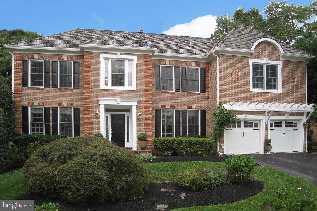 12020 BLACKBERRY TERRACE, NORTH POTOMAC, Maryland 20878, 5 Bedrooms Bedrooms, ,5 BathroomsBathrooms,Residential,For Sale,BLACKBERRY,MDMC689510