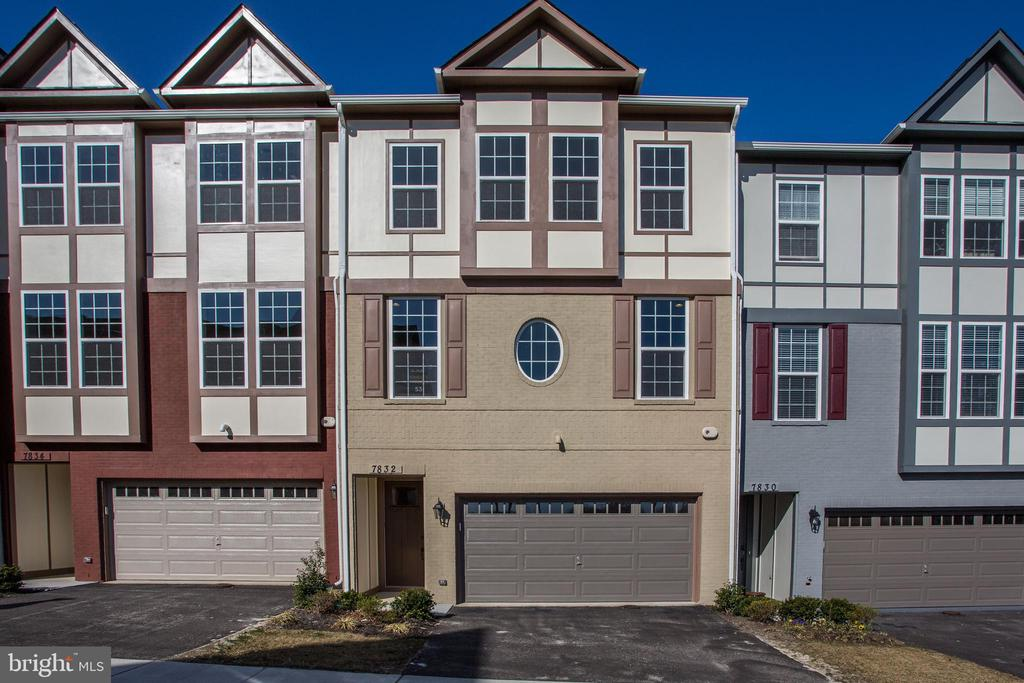 MODELS NOW OPEN 10AM-5PM MONDAY THROUGH SUNDAY! 55+ ACTIVE ADULT COMMUNITY! GORGEOUS BRAND NEW VAN METRE TOWNHOME W/ 2 CAR GARAGE. GOURMET KIT WITH SS APPLIANCES W/ WALK-IN PANTRY. HW FLOOR IN MAIN LVL. CERAMIC TILE IN ALL BATHS. GRANITE COUNTERTOPS IN KIT & ALL BATHS. MASTER SUITE WITH OPTIONAL TRAY CEILING & SPA-LIKE MASTER BATH. OPTIONAL GAS FP IN LOWER LEVEL. GARAGE DOOR OPENER. PICS OF MODEL, FLOOR PLANS & OPTIONS WILL VARY.