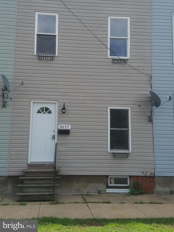 Newly updated 3 bedroom, 1 1/2 bath townhouse,  beautiful new floors, new HVAC and many more       upgrades.