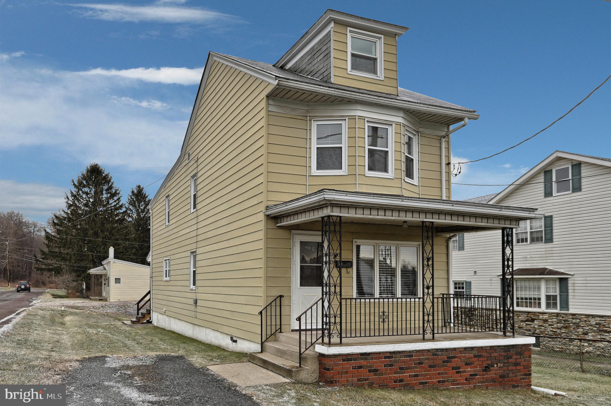 401 S LINE STREET, FRACKVILLE, PA 17931