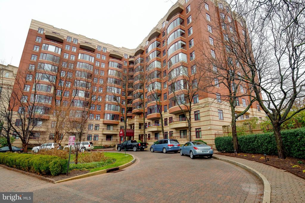 Photo of 2400 Clarendon Blvd #1004