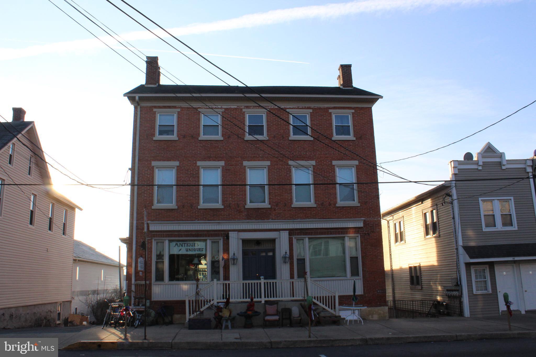 142 E MAIN STREET, NEW HOLLAND, PA 17557