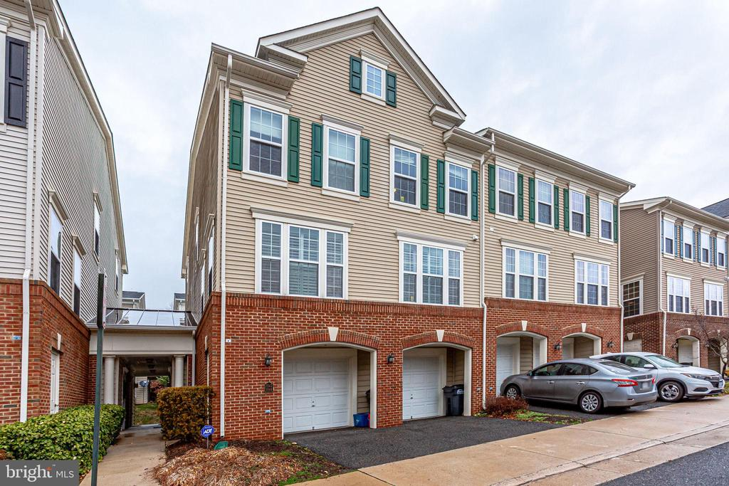 3544 Huntley Manor Ln #136b, Alexandria, VA 22306