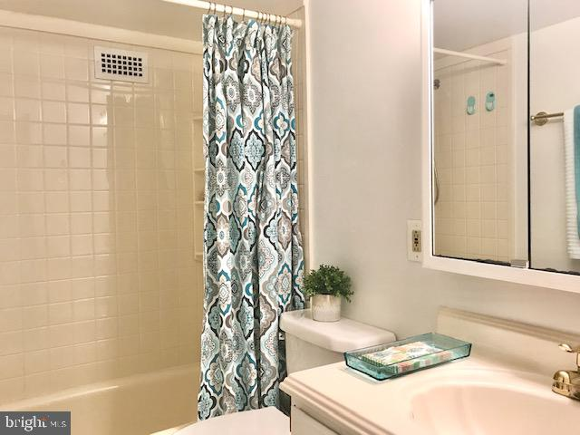 Photo of 1300 Army Navy Dr #102