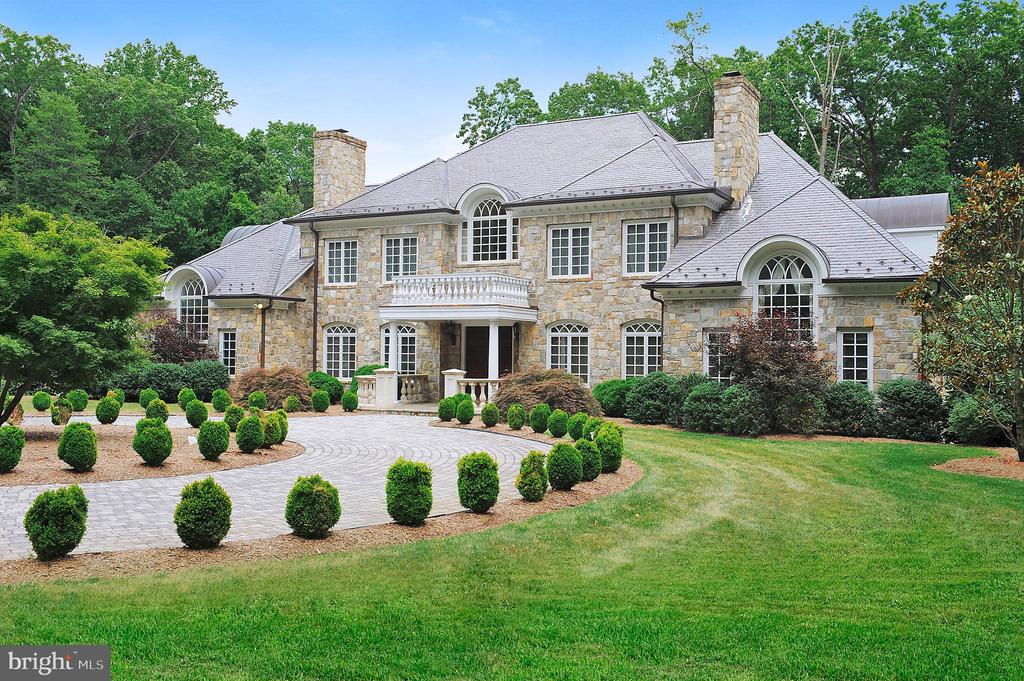 Quintessential McLean Estate built by Luxury home builder, GeorgeSagatov on 2.5 manicured acres with pool & spa, pool house, tennis court,carriage house with separate apartment and beautiful stone exterior.Main level offers elegant dining room, cozy living room, cherry paneledstudy, dream kitchen with stone fireplace off family room and graciousfirst floor guest suite. The upper level has the luxurious master suite withseparate sitting room and spa-like bath. Three additional bedrooms allwith private baths. One-of-a-kind lower level has full bar, wine cellar,recreation room, 'true' home theatre, massive stone fireplace, incrediblegym and more! Located on a private road with gated entrance insurescomplete privacy.
