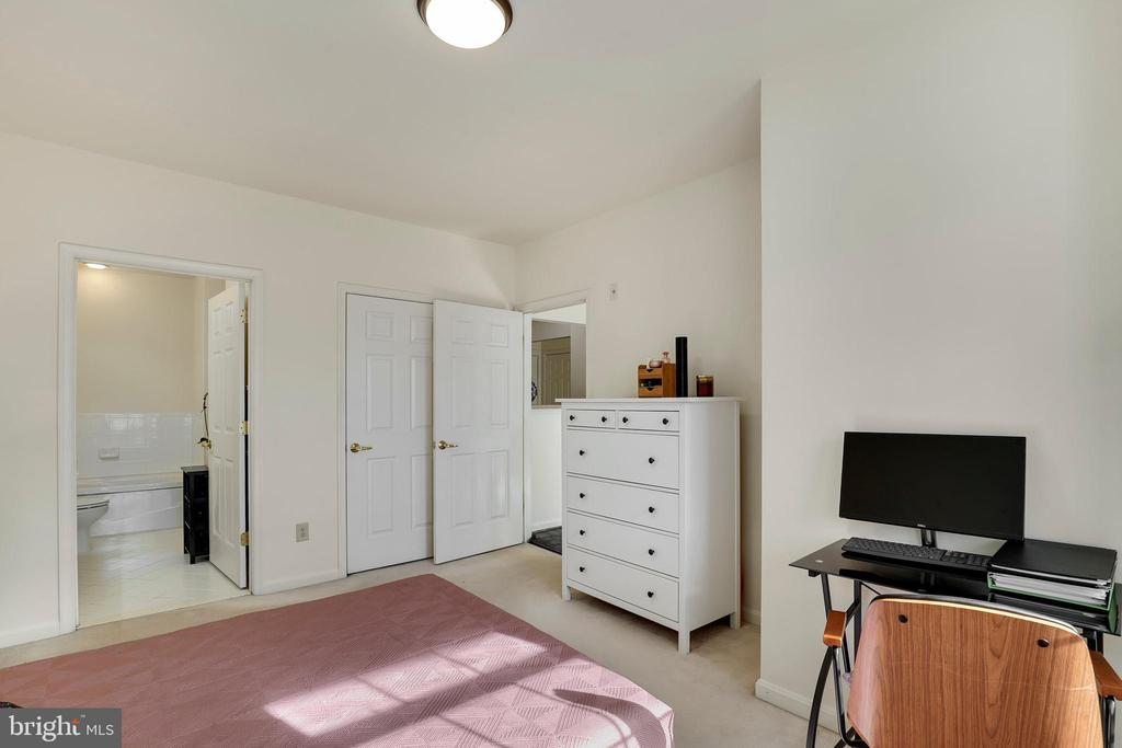 Photo of 4950 Brenman Park Dr #214
