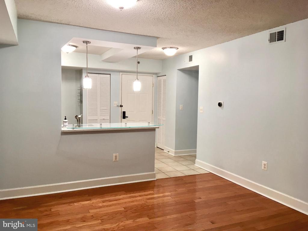 Photo of 1001 N Vermont St #213