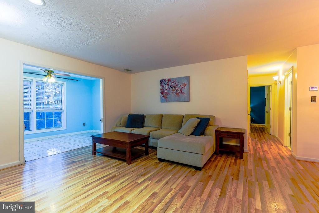 Photo of 10043 Oakton Terrace Rd