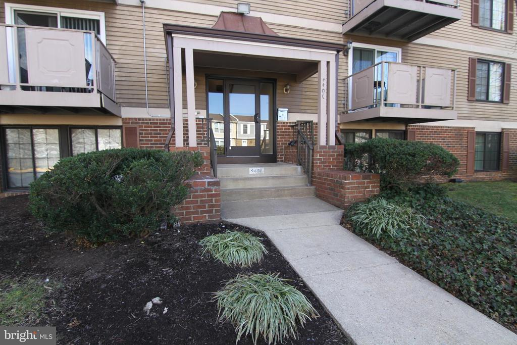 4400-H Groombridge Way, Alexandria, VA 22309