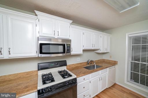 10160 Oakton Terrace Rd, Oakton 22124