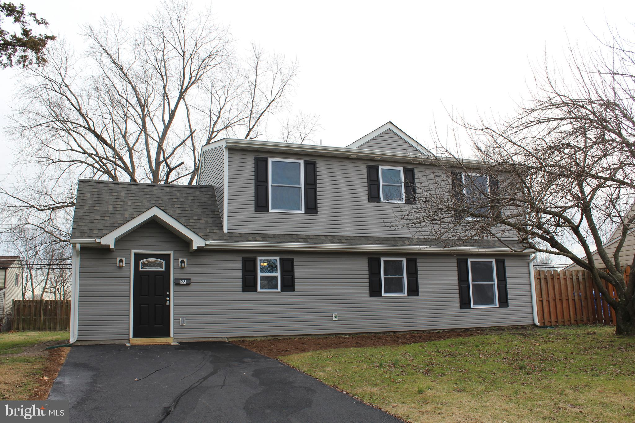 28 INLET ROAD, LEVITTOWN, PA 19057