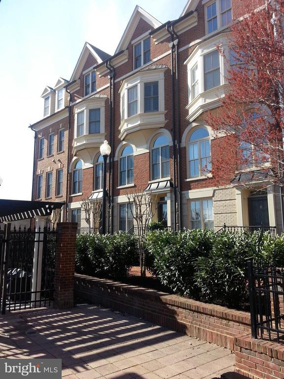 1804 Potomac Greens Drive, Alexandria, VA 22314