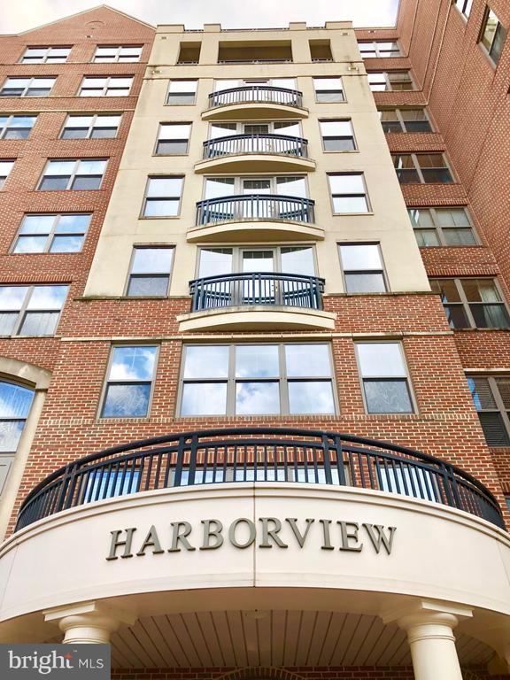485 Harbor Side St #208, Woodbridge, VA 22191