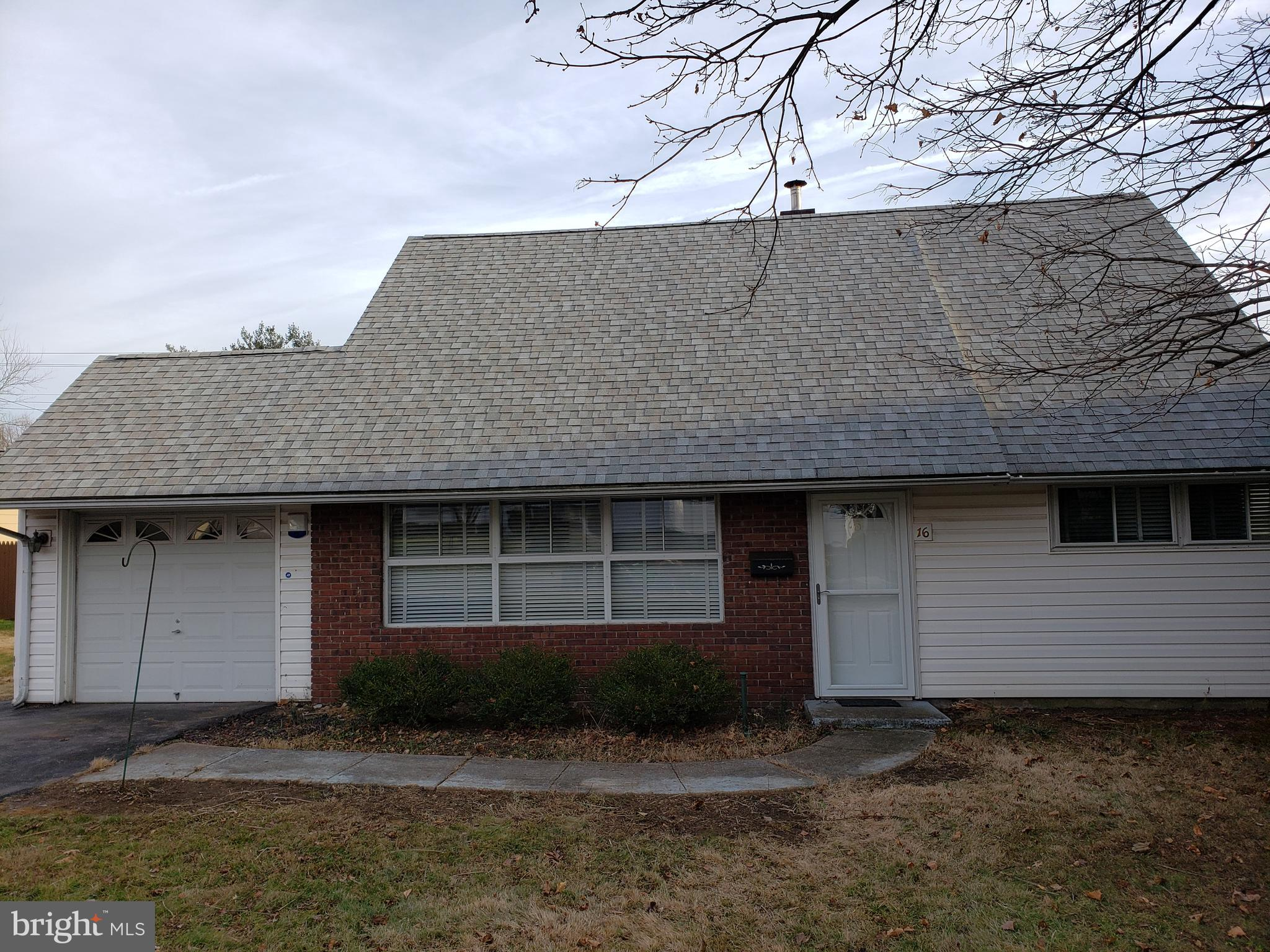 16 QUEEN LILY ROAD, LEVITTOWN, PA 19057
