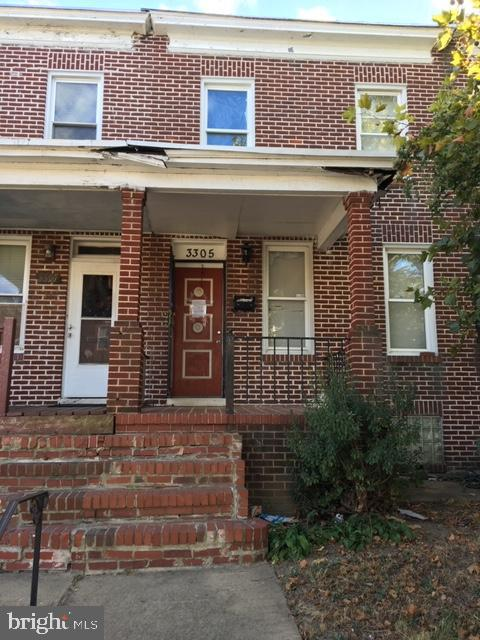 INVESTOR SPECIAL!! 2 BEDROOM 1.5 BATH  AS-IS, WHERE-IS & HOW-IS.BRING FLASHLIGHT FOR BSMT, PROPERTY IS WINTERIZED.CALL LISTING AGENTS WITH QUESTIONS.