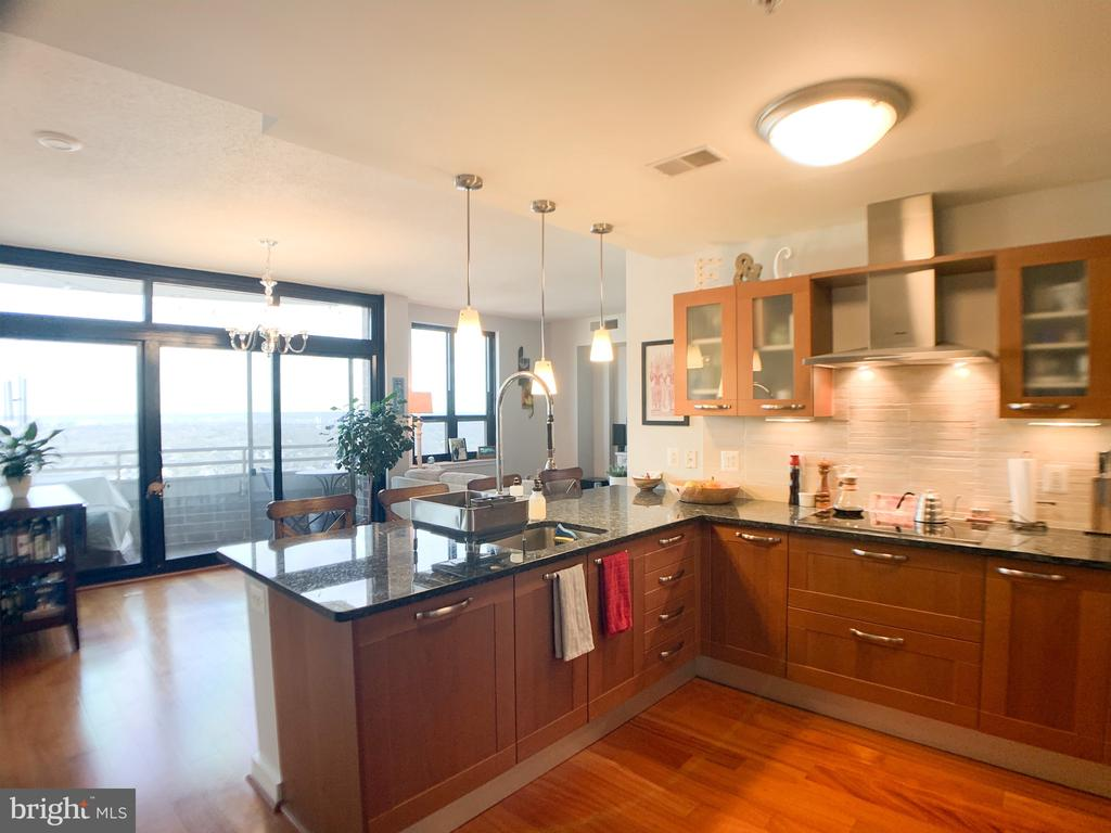 Photo of 888 N Quincy St #2010