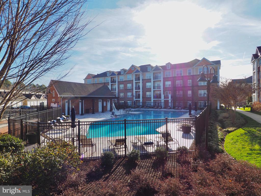 GORGEOUS CONDO**TWO BEDROOM WITH LOFT**STAINLESS STEEL APPLIANCES**GORGEOUS VIEWS**GARAGE**