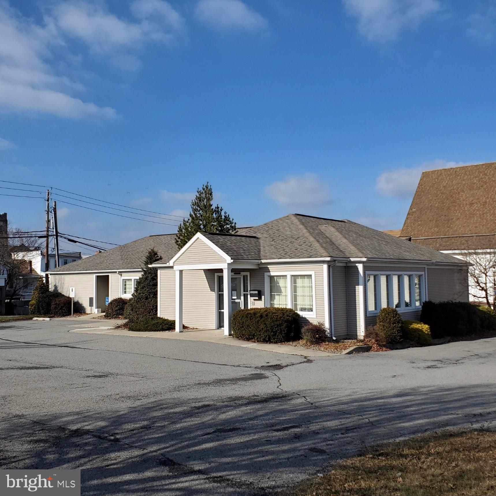 135 E 3RD STREET, MOUNT CARMEL, PA 17851